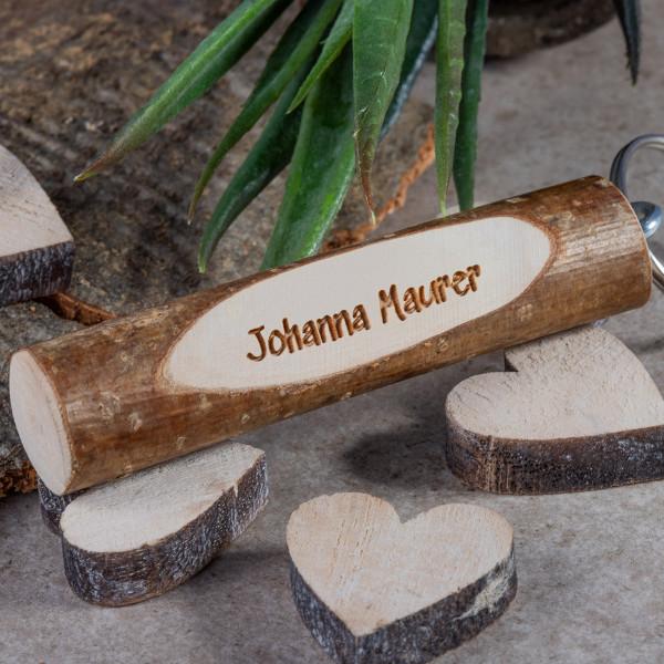 Holz Schlüsselanhänger mit Gravur aus Haselnuss