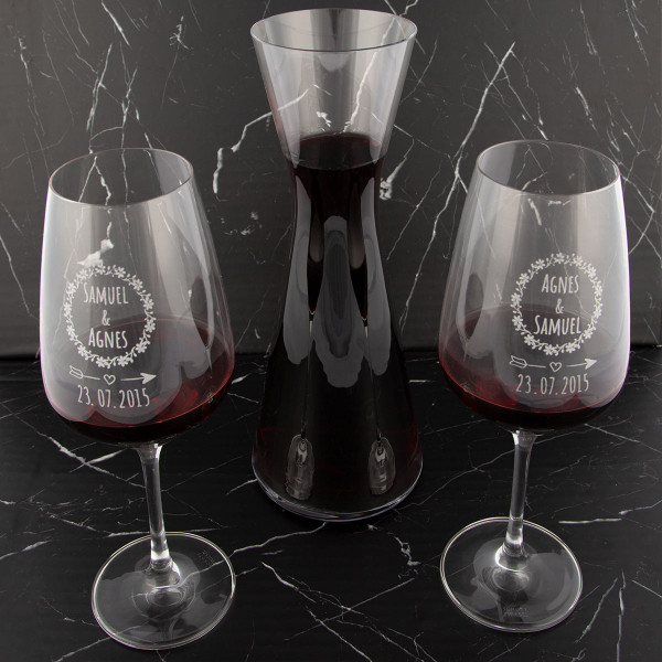 Rotweingläser mit Gravur und Karaffe
